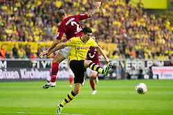 19.10.2013, Signal Iduna Park, Dortmund, GER, 1. FBL, GER, 1. FBL, Borussia Dortmund vs Hannover 96, 9. Runde, im Bild Zweikampf zwischen Leon Andreasen (#2 Hannover), Robert Lewandowski (#9 Dortmund) // during the German Bundesliga 9th round match between Borussia Dortmund and Hannover 96 Signal Iduna Park in Dortmund, Germany on 2013/10/19. EXPA Pictures &copy; 2013, PhotoCredit: EXPA/ Eibner-Pressefoto/ Kurth<br /> <br /> *****ATTENTION - OUT of GER*****