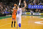 DESCRIZIONE : Treviso Lega due 2015-16  Universo Treviso De Longhi - Aurora Basket Jesi<br /> GIOCATORE : marco santiangeli<br /> CATEGORIA : Tiro Tre Punti<br /> SQUADRA : Universo Treviso De Longhi - Aurora Basket Jesi<br /> EVENTO : Campionato Lega A 2015-2016 <br /> GARA : Universo Treviso De Longhi - Aurora Basket Jesi<br /> DATA : 31/10/2015<br /> SPORT : Pallacanestro <br /> AUTORE : Agenzia Ciamillo-Castoria/M.Gregolin<br /> Galleria : Lega Basket A 2015-2016  <br /> Fotonotizia :  Treviso Lega due 2015-16  Universo Treviso De Longhi - Aurora Basket Jesi