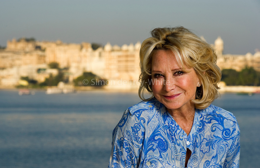 13th December  2011, Udaipur, Rajasthan, India.  Actress Felicity Kendal pictured against the backdrop of the Pichola Lake and the City Palace in Udaipur<br /> <br /> PHOTOGRAPH BY AND COPYRIGHT OF SIMON DE TREY-WHITE<br /> <br /> + 91 98103 99809<br /> +44 07966 405896<br /> +44 1963 220 745<br /> email: simon@simondetreywhite.com photographer in delhi