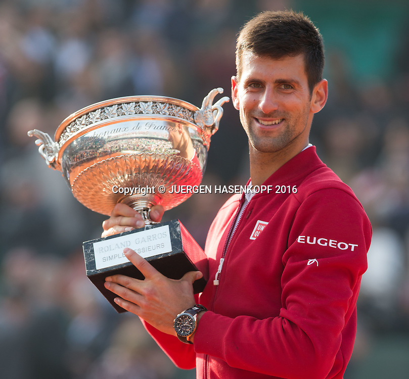 Sieger Novak Djokovic (SRB) mit Pokal,<br /> Emotion,Freude,Siegerehrung,Praesentation,Herren Finale, Endspiel,<br /> <br /> Tennis - French Open 2016 - Grand Slam ITF / ATP / WTA -  Roland Garros - Paris -  - France  - 5 June 2016.