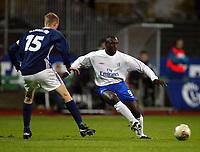 Fotball, 3. oktober 2002. Stavanger Stadion,  Viking - Chelsea. Jimmy Flooyd Hasselbaink, Chelsea, og Brede Hangeland, Viking