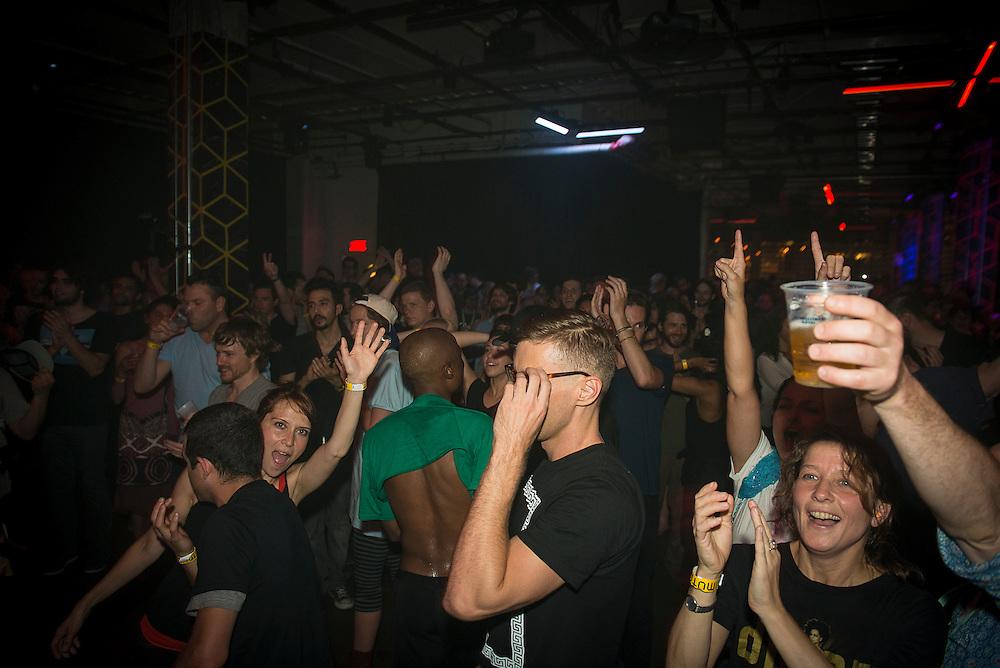 DEADBEAT (CA), Nocturne 2 : 30 mai 2013. Scène Red Bull Music Academy [SAT] Société des arts technologiques.