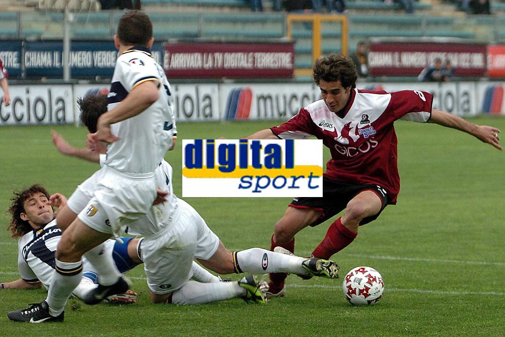 Fotball<br /> Serie A Italia 2004/05<br /> Reggina v Parma<br /> 10. april 2005<br /> Foto: Digitalsport<br /> NORWAY ONLY<br /> The penalty foul on Tedesco (R) Reggina