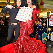 NLD/Amsterdam/20101128 - Modeshow en verkoop Artbags t.b.v het Aidsfonds in de Bijenkorf, Dutch Diana Ross showt artbag