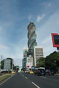 Vista del Revolution Tower en construcción en Calle 50. Se trata de una torre corporativa de 52 pisos y 243m de altura, ubicada en Calle 50, cuyo arquitecto es Pinzón Lozano & Asoc.