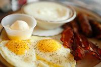 breakfast at denny's, niagara falls, ny