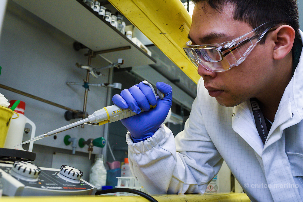 Genoa- Istituto Italiano di Tecnologia-graphene labs, Duc Anh Dinh.