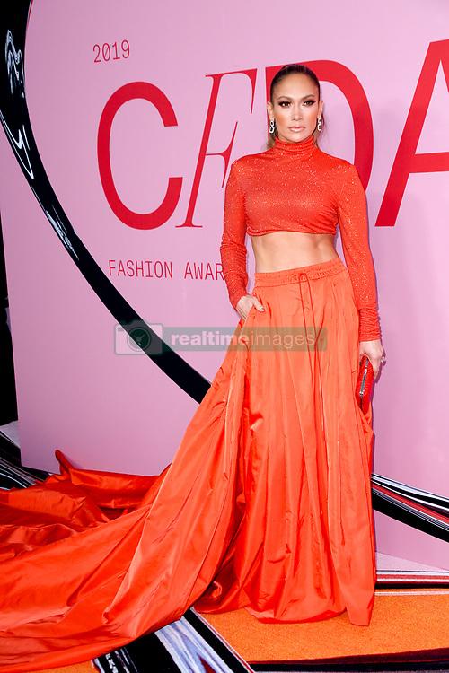 Jennifer Lopez arriving at the CFDA Fashion Awards in New York City - June 3, 2019 - Photo: Runway Manhattan