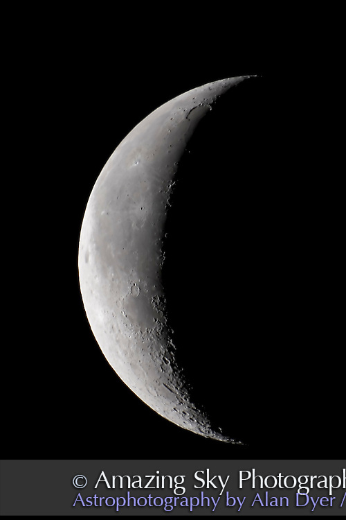 25-day old Moon taken morning of Aug 29, 2005, under poor seeing conditions and Moon high in sky. Canon 20Da, with Astro-Physics 5-inch refractor and 2x barlow at f/12. ISO200 and 1/20th sec exposure. Taken from RAW frame, plus Noise Ninja applied.