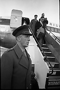 President Eamon de Valera and Irish Cadets arrive home from President Kennedy's funeral in Washington.. Lieut. Col. Mathews, who travelled to Washington with the Irish Army Cadets.<br />