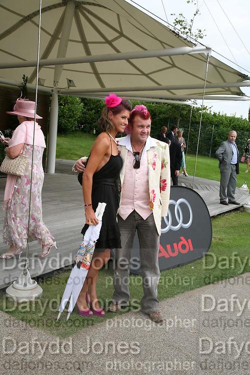 Darren Lyons and Emma Roberts. Glorious Goodwood. 2 August 2007.  -DO NOT ARCHIVE-© Copyright Photograph by Dafydd Jones. 248 Clapham Rd. London SW9 0PZ. Tel 0207 820 0771. www.dafjones.com.