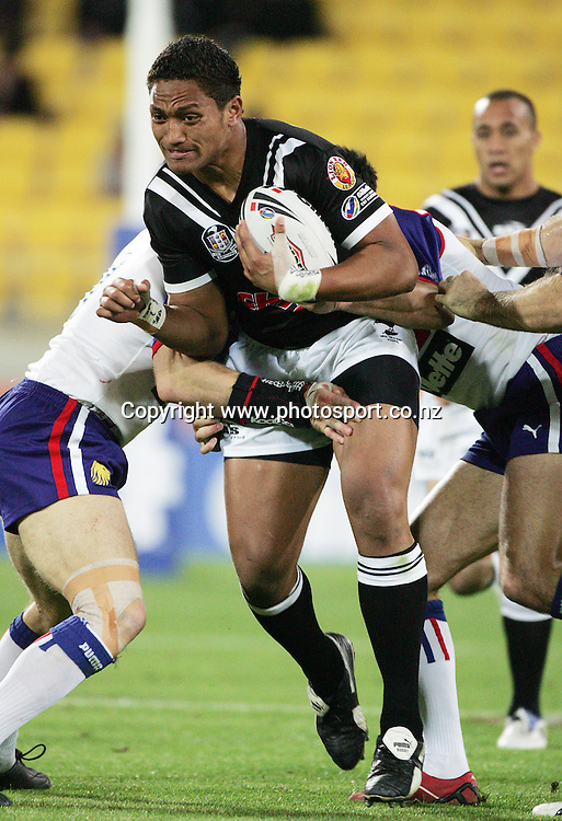 Manu Vatuvei in action during the Gillette Tri Nations Rugby League match between New Zealand and Great Britain at Westpac Stadium, Wellington, New Zealand on Saturday 11 November, 2006. The Kiwis won the match 34 - 4. Photo: Hannah Johnston/PHOTOSPORT<br />