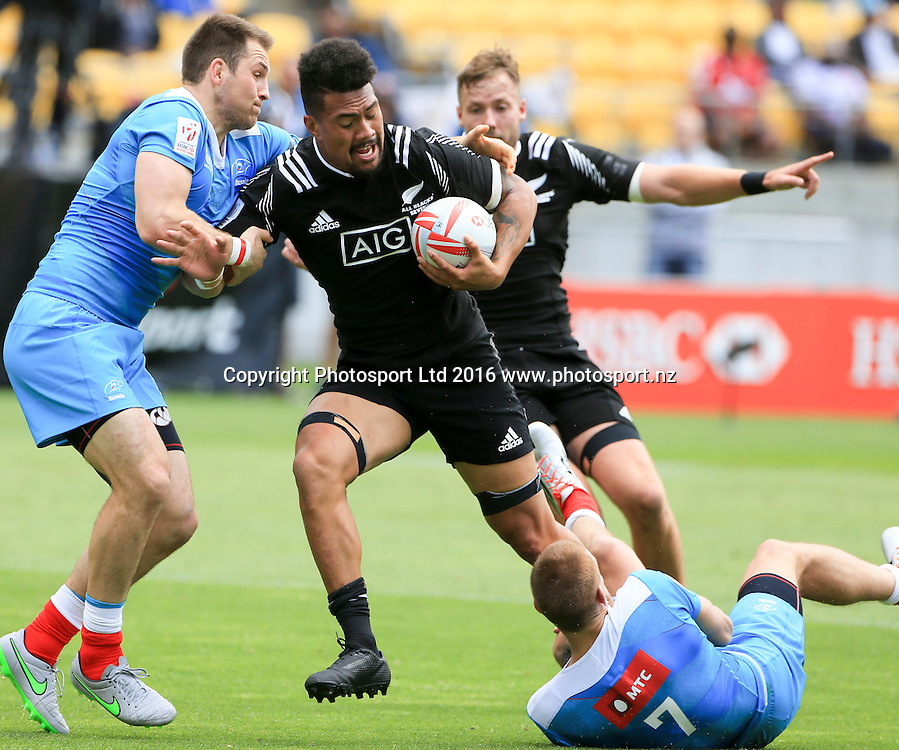 New Zealand's Ardie Savea crashes into a tackle against Russia, Day1, HSBC World Sevens Series, Westpac Stadium, Wellington, New Zealand. Saturday, 30 January, 2016. Copyright photo: John Cowpland / www.photosport.nz