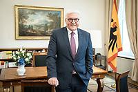 02 JUL 2018, BERLIN/GERMANY:<br /> Frank-Walter Steinmeier (L), Bundespraesident, Ralf Geisenhanslüke (M), Chefredakteur der Neuen Osnabrücker Zeitung, NOZ, Burkhard Ewert (R), Stellv. Chefredakteur der NOZ, waehrend einem Interview, Amtszimmer des Bundespraesidenten, Schloss Bellevue<br /> IMAGE: 20180702-01-064<br /> KEYWORDS: Ralf Geisenhanslueke, Bundespräsident