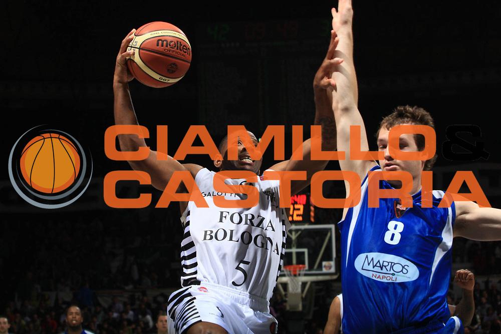 DESCRIZIONE : Bologna Lega A 2009-10 Basket Virtus Bologna Martos Napoli<br /> GIOCATORE : Scoonie Penn<br /> SQUADRA : Virtus Bologna<br /> EVENTO : Campionato Lega A 2009-2010<br /> GARA : Virtus Bologna Martos Napoli<br /> DATA : 25/10/2009<br /> CATEGORIA : Tiro<br /> SPORT : Pallacanestro<br /> AUTORE : Agenzia Ciamillo-Castoria/G.Livaldi<br /> Galleria : Lega Basket A 2009-2010 <br /> Fotonotizia : Bologna Campionato Italiano Lega A 2009-2010 Virtus Bologna Martos Napoli<br /> Predefinita :