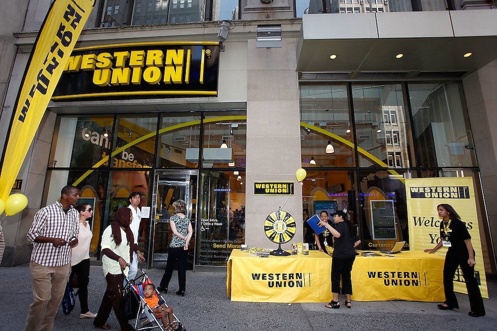 "NEW YORK - MAY 01:  General view of atmosphere at the Western Union ""Returns the Love"" to Mothers meet and greet at 1440 Broadway on May 1, 2010 in New York City.  (Photo by Joe Kohen/WireImage for Western Union)"