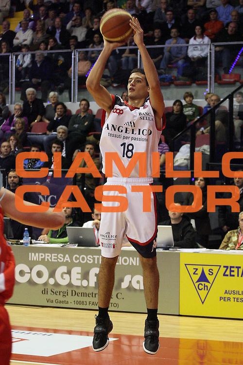 DESCRIZIONE : Biella Lega A 2009-10 Angelico Biella Banca Tercas Teramo<br /> GIOCATORE : Massimo Chessa<br /> SQUADRA : Angelico Biella<br /> EVENTO : Campionato Lega A 2009-2010 <br /> GARA : Angelico Biella Banca Tercas Teramo<br /> DATA : 29/11/2009 <br /> CATEGORIA : Tiro<br /> SPORT : Pallacanestro <br /> AUTORE : Agenzia Ciamillo-Castoria/S.Ceretti<br /> Galleria : Lega Basket A 2009-2010 <br /> Fotonotizia : Biella Campionato Italiano Lega A 2009-2010 Angelico Biella Banca Tercas Teramo<br /> Predefinita :