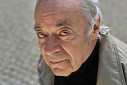 19.04.2006 Warszawa. Pisarz Jozef Hen w Parku Ujazdowskim. Fot. Piotr Gesicki. Jozef Hen polish writer and historian  in Lazienkowski Park photo Piotr Gesicki