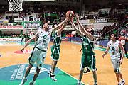 DESCRIZIONE : Siena Lega A 2008-09 Montepaschi Siena Air Avellino<br /> GIOCATORE : Tomas Ress Andrea Crosariol<br /> SQUADRA : Montepaschi Siena Air Avellino<br /> EVENTO : Campionato Lega A 2008-2009<br /> GARA : Montepaschi Siena Air Avellino<br /> DATA : 22/04/2009<br /> CATEGORIA : Rimbalzo<br /> SPORT : Pallacanestro<br /> AUTORE : Agenzia Ciamillo-Castoria/C.De Massis<br /> Galleria : Lega Basket A1 2008-2009<br /> Fotonotizia : Siena Campionato Italiano Lega A 2008-2009 Montepaschi Siena Air Avellino<br /> Predefinita :