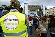 2013/05/23 Roma, il Movimento 5 Stelle chiude la campagna elettorale per le comunali. Nella foto un militante..Rome, M5S (five stars movement) closes his electoral campaign for mayor. In the picture a militant - © PIERPAOLO SCAVUZZO