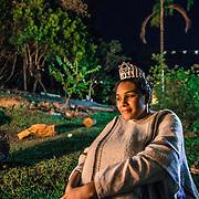 The night of São João. One of the most important ceremonies for Santo Daime's believers / Durante la notte nella foresta la temperatura può scendere molto. alcuni membri si scaldano davanti al fuoco durante una breve pausa della cerimonia