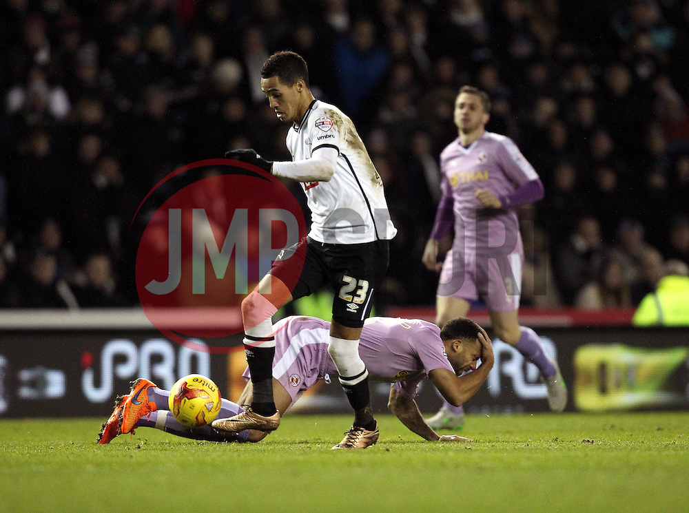 Thomas Ince of Derby County gets past Anton Ferdinand of Reading - Mandatory byline: Robbie Stephenson/JMP - 12/01/2016 - FOOTBALL - iPro Stadium - Derby, England - Derby County v Reading - Sky Bet Championship