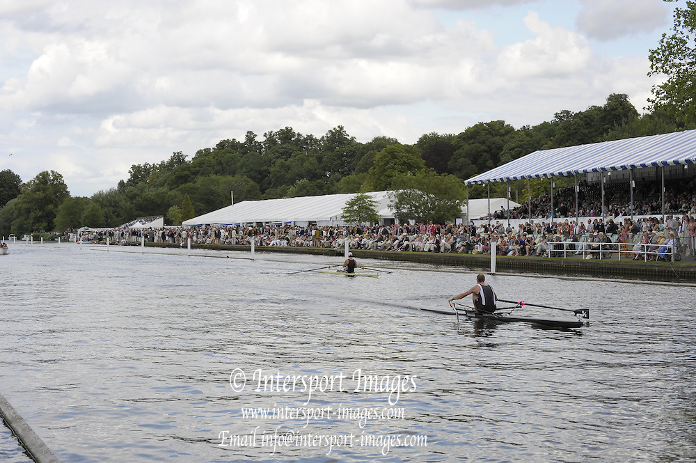 Henley, Great Britain. Mahe DRYSDALE in a heat of the Diamond Challenge  Sculls.  2009 Henley Royal Regatta Friday 03/07/2009 at  [Mandatory Credit. Peter Spurrier/Intersport Images] . HRR.