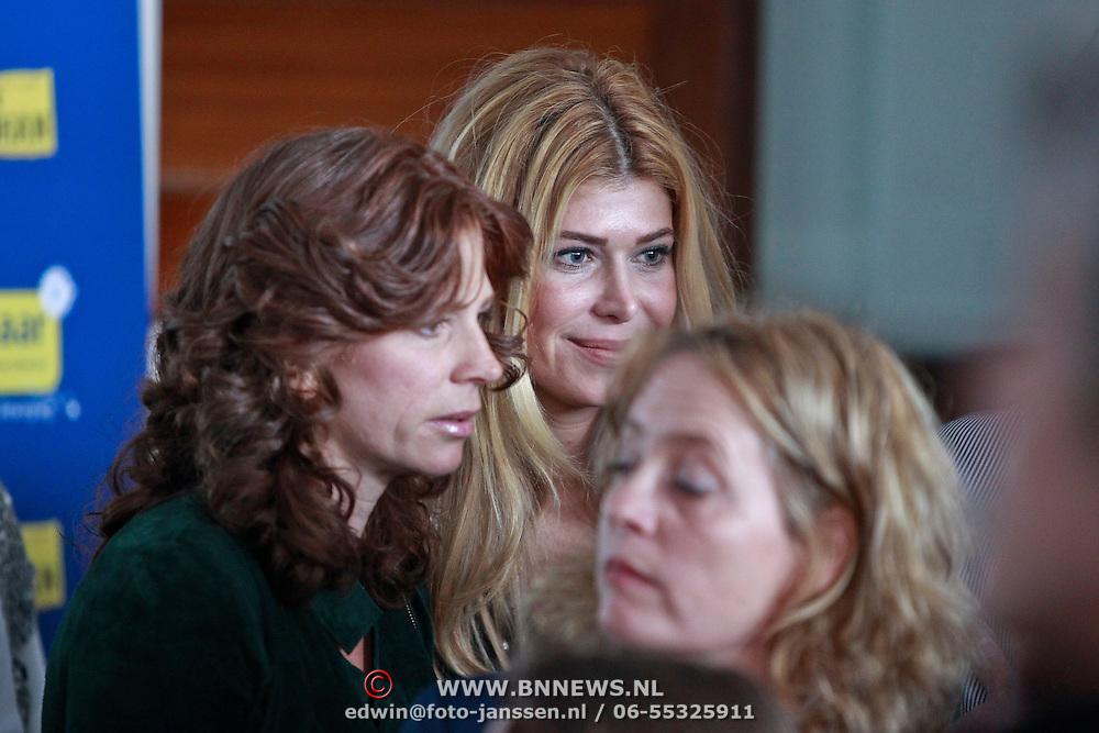 NLD/Amsterdam/20110314 - Presentatie nieuwe Helden en 14 jarig bestaan Johan Cruijff Foundation, Estelle Gullit - Cruijff en Barbara Barend