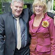 NLD/Staverden/20121004- Huwelijk schaatsster Marianne Timmer met voetbalkeeper Henk Timmer, ouders Lucs Timmer en partner