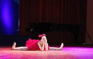 Снимка на танцуващо момиче в София