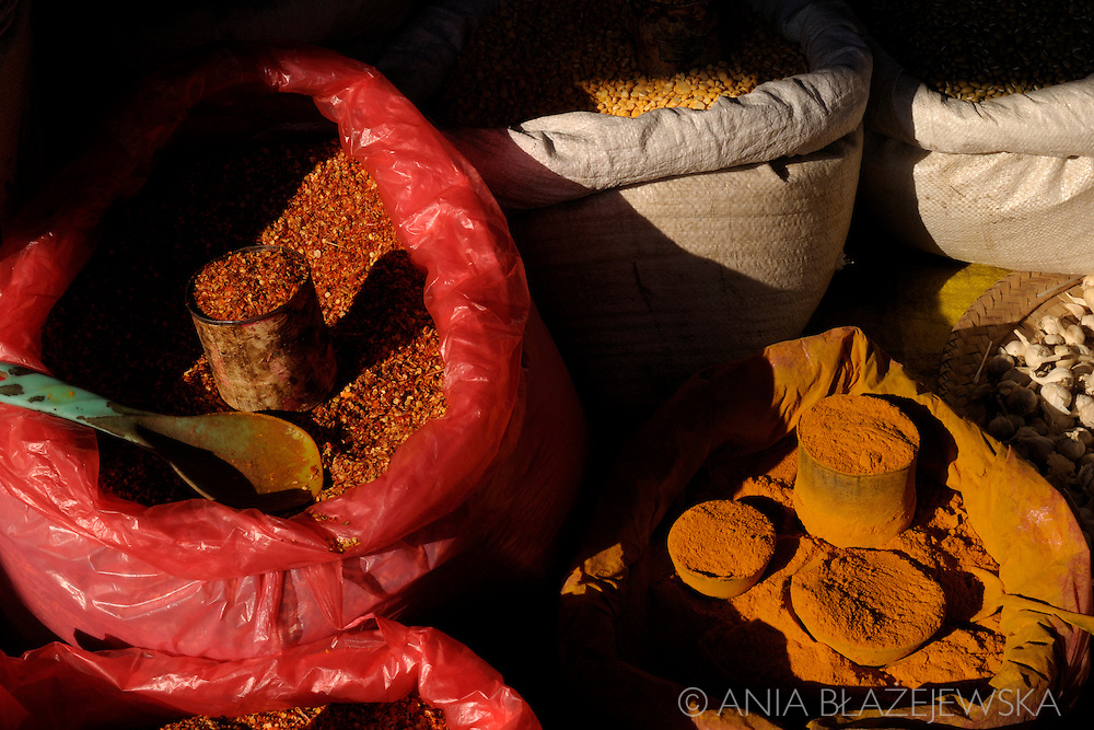 Burma/Myanmar, Nyaungshwe. Burmese spices - chilli and curry.