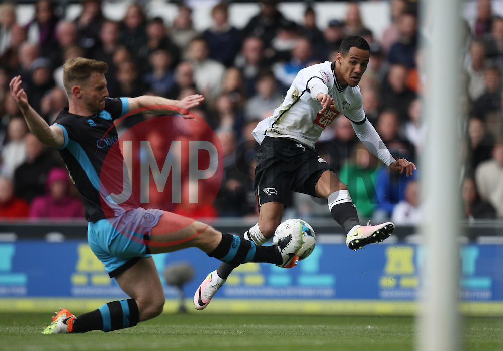 Thomas Ince of Derby County (R) crosses the ball - Mandatory by-line: Jack Phillips/JMP - 23/04/2016 - FOOTBALL - iPro Stadium - Derby, England - Derby County v Sheffield Wednesday - Sky Bet Championship