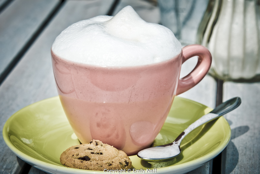 Cappucino and cookie