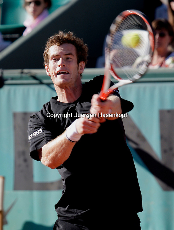 French Open 2009, Roland Garros, Paris, Frankreich,Sport, Tennis, ITF Grand Slam Tournament,<br /> Andy Murray (GBR) spielt eine Rueckhand,backhand,action<br /> <br /> <br /> <br /> <br /> Foto: Juergen Hasenkopf