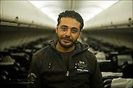 Mohamad Ahmed El Deb, 33 ans originaire de Tanta en Egypte, ouvrier dans le Batiment en Libye a fui vers la Tunisie quand son patron lui a rendu son passeport avant de prendre la fuite vers une destination étrangère. Seule explication laissée:  les mois de Janvier et de Février ne seront pas payés. Dans l'avion qui le ramène au Caire. © Benjamin Girette/IP3 press