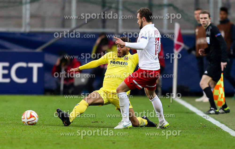26.02.2015, Red Bull Arena, AUT, UEFA EL, FC Red Bull Salzburg vs Villareal CF, Sechzehntelfinale, Rückspiel, im Bild Jonathan dos Santos, (Villareal CF) und Andreas Ulmer, (Red Bull Salzburg)// during the UEFA Europa League round of 32, 2nd leg match between FC Red Bull Salzburg and Villareal CF at the Red Bull Arena in Salzburg, Austria on 2015/02/26. EXPA Pictures © 2015, PhotoCredit EXPA/ Roland Hackl