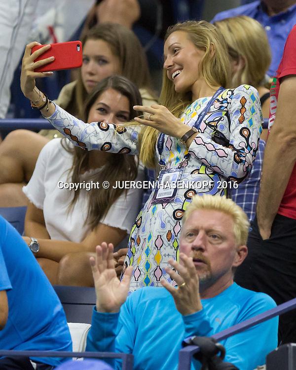 NOVAK DJOKOVIC Team,Ehefrau Jelena Djokovic macht ein Selfie macht, vorne klatscht Coach Boris Becker <br /> Tennis - US Open 2016 - Grand Slam ITF / ATP / WTA -  Flushing Meadows - New York - New York - USA  - 30 August 2016.