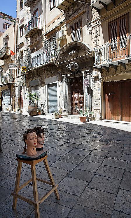 Alley near Ballar&ograve; market in Palermo.<br /> Palermo, vicolo nel quartiere Ballar&ograve;