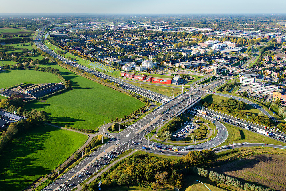 Nederland, Gelderland, Ede, 24-10-2013. Autosnelweg A12, afslag Ede. Bioskoop CineMec Ede in de geluidswal.<br /> Motorway A12 near Ede, film theatre in the noise barrier.<br /> luchtfoto (toeslag op standaard tarieven);<br /> aerial photo (additional fee required);<br /> copyright foto/photo Siebe Swart.