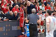 DESCRIZIONE : Milano Lega A 2015-16 Finale Play Off Gara 5  Olimpia EA7 Emporio Armani Milano Grissin Bon Reggio Emilia<br /> GIOCATORE : Jasmin Repesa Oliver Lafayette<br /> CATEGORIA : Coach fair play<br /> SQUADRA : Olimpia EA7 Emporio Armani Milano<br /> EVENTO : Campionato Lega A 2015-2016 Finale play off Gara 5<br /> GARA : Olimpia EA7 Emporio Armani Milano Grissin Bon Reggio Emilia <br /> DATA : 11/06/2016 <br /> SPORT : Pallacanestro <br /> AUTORE : Agenzia Ciamillo-Castoria/I.Mancini Galleria : Lega Basket A 2015-2016 <br /> Fotonotizia : Milano Lega A 2015-16 Finale Play Off  Gara 5  Olimpia EA7 Emporio Armani Milano Grissin Bon Reggio Emilia