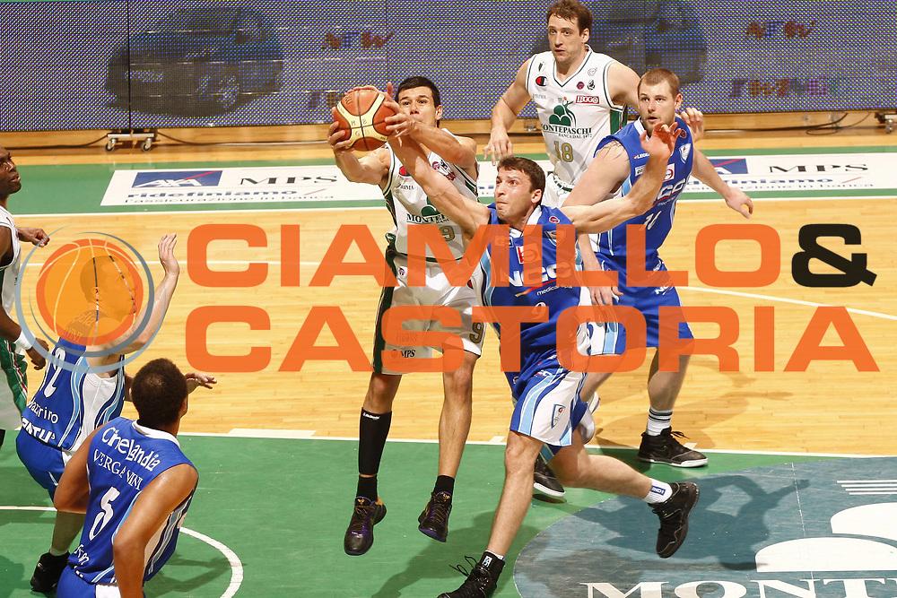 DESCRIZIONE : Siena Lega A 2009-10 Playoff Semifinale Gara 1 Montepaschi Siena NGC Medical Cantu<br /> GIOCATORE : Marco Carraretto Manuchar Markoishvili<br /> SQUADRA : Montepaschi Siena  NGC Medical Cantu<br /> EVENTO : Campionato Lega A 2009-2010 <br /> GARA : Montepaschi Siena NGC Medical Cantu<br /> DATA : 01/06/2010<br /> CATEGORIA : rimbalzo<br /> SPORT : Pallacanestro <br /> AUTORE : Agenzia Ciamillo-Castoria/P.Lazzeroni<br /> Galleria : Lega Basket A 2009-2010 <br /> Fotonotizia : Siena Lega A 2009-10 Playoff Semifinale Gara 1 Montepaschi Siena NGC Medical Cantu<br /> Predefinita :