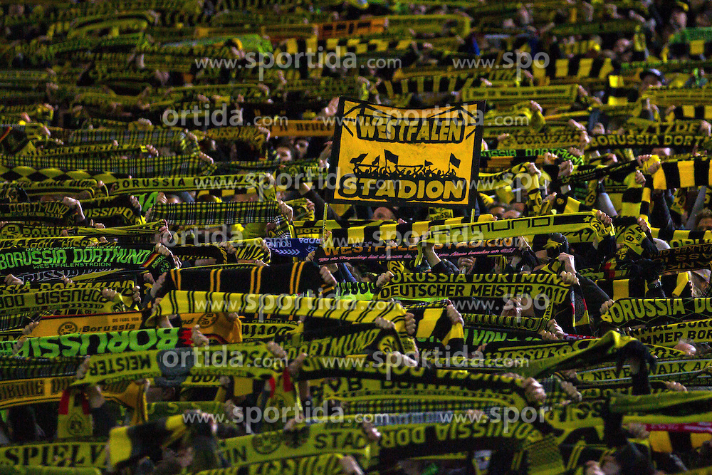 13.03.2016, Signal Iduna Park, Dortmund, GER, 1. FBL, Borussia Dortmund vs 1. FSV Mainz 05, 26. Runde, im Bild Fans von Borussia Dortmund auf der Suedtribuene singen &quot;You'll never walk alone&quot; zum Gedenken an den vestorbenen Fan // during the German Bundesliga 26th round match between Borussia Dortmund and 1. FSV Mainz 05 at the Signal Iduna Park in Dortmund, Germany on 2016/03/13. EXPA Pictures &copy; 2016, PhotoCredit: EXPA/ Eibner-Pressefoto/ Schueler<br /> <br /> *****ATTENTION - OUT of GER*****
