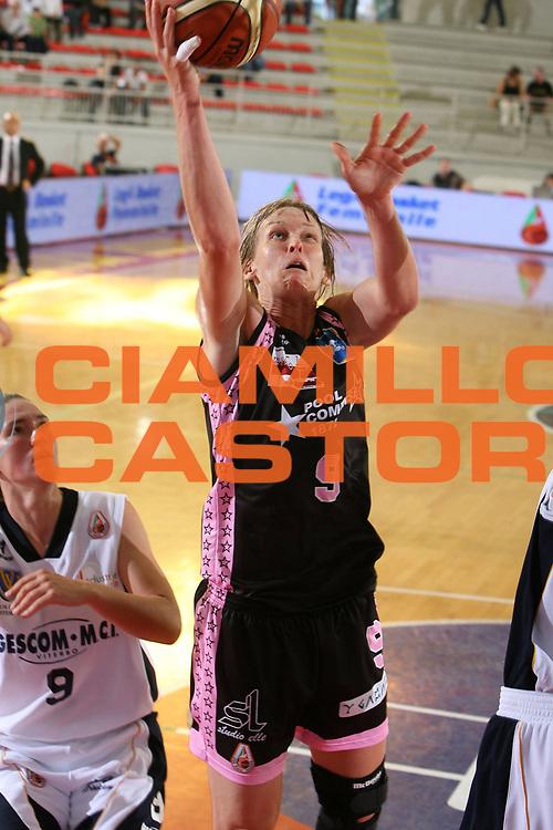 DESCRIZIONE : Roma Lega A1 Femminile 2008-09 Prima giornata Campionato Pool Comense Gescom MCI Viterbo <br /> GIOCATORE : Vicky Hall<br /> SQUADRA : Pool Comense<br /> EVENTO : Campionato Lega A1 Femminile 2008-2009 <br /> GARA : Pool Comense Gescom MCI Viterbo<br /> DATA : 11/10/2008 <br /> CATEGORIA : penetrazione tiro<br /> SPORT : Pallacanestro <br /> AUTORE : Agenzia Ciamillo-Castoria/E.Castoria<br /> Galleria : Lega Basket Femminile 2008-2009 <br /> Fotonotizia : Roma Lega A1 Femminile 2008-09 Prima giornata Campionato Pool Comense Gescom MCI Viterbo <br /> Predefinita : si