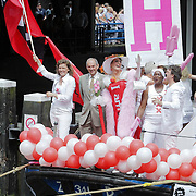 NLD/Amsterdam/20080802 - Canal Parade 2008 Amsterdam, burgemeester Job Cohen op de boot van de gemeente Amsterdam