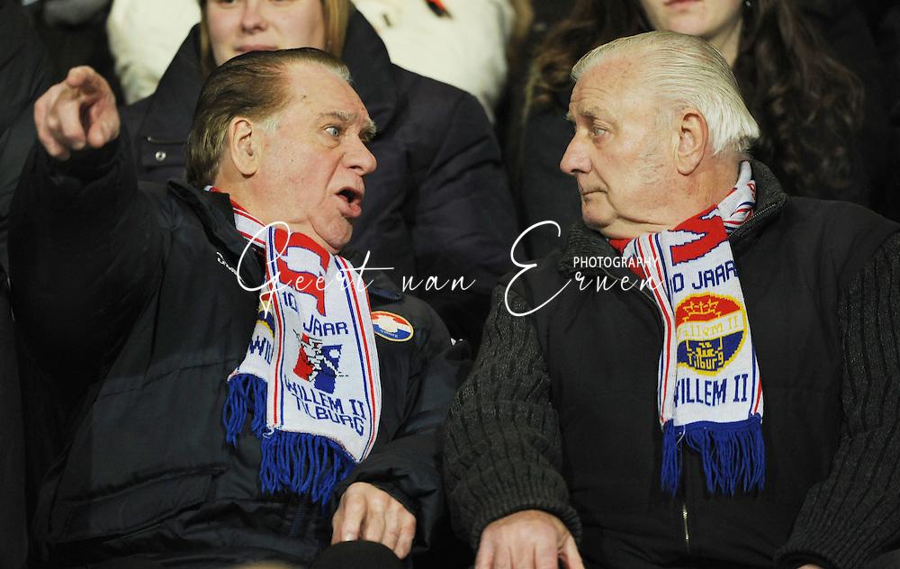 28-02-2009 Voetbal:Willem II:Heracles Almelo:Tilburg<br /> Deze oudere Willem II supporters zijn het duidelijk niet eens en hebben in Tilburg nog betere tijden meegemakt<br /> Foto: Geert van Erven