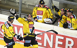 13.03.2018, Albert Schultz Halle, Wien, AUT, EBEL, Vienna Capitals vs HC TWK Innsbruck Die Haie, Playoff Viertelfinale, 3. Spiel, im Bild Torjubel Brandon Buck (UPC Vienna Capitals), Kyle Klubertanz (UPC Vienna Capitals), David Kickert (UPC Vienna Capitals), Rafael Rotter (UPC Vienna Capitals) und Mario Fischer (UPC Vienna Capitals) // during the Erste Bank Icehockey League 3rd round quarterfinal playoff match between Vienna Capitals and HC TWK Innsbruck Die Haie at the Albert Schultz Ice Arena, Vienna, Austria on 2018/03/13. EXPA Pictures © 2018, PhotoCredit: EXPA/ Thomas Haumer