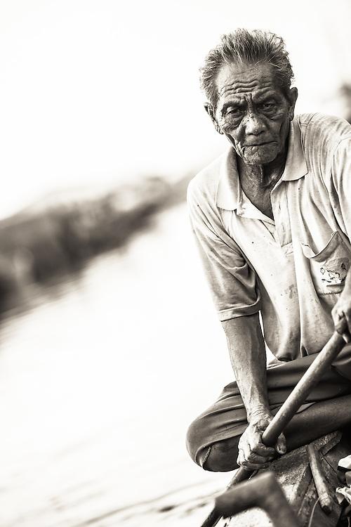 Where: Sunda Kelapa, Indonesia. A boat taxi service.
