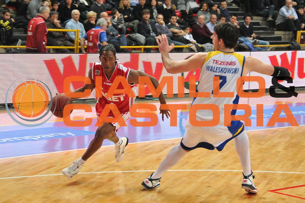DESCRIZIONE : Verona Lega Basket A2 2010-11 Tezenis Verona Aget Imola<br /> GIOCATORE : Moreno Yankiel<br /> SQUADRA : Tezenis Verona Aget Imola<br /> EVENTO : Campionato Lega A2 2010-2011<br /> GARA : Tezenis Verona Aget Imola<br /> DATA : 05/03/2011<br /> CATEGORIA : Palleggio<br /> SPORT : Pallacanestro <br /> AUTORE : Agenzia Ciamillo-Castoria/M.Gregolin<br /> Galleria : Lega Basket A2 2010-2011 <br /> Fotonotizia : Verona Lega A2 2010-11 Tezenis Verona Aget Imola<br /> Predefinita :