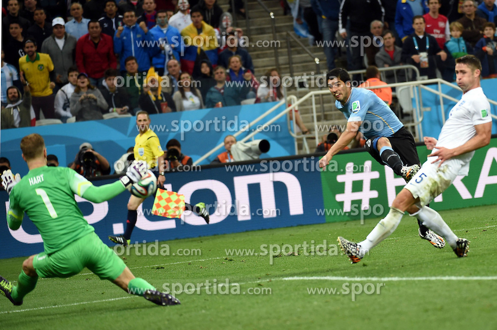 19.06.2014, Arena de Sao Paulo, Sao Paulo, BRA, FIFA WM, Uruguay vs England, Gruppe D, im Bild Uruguay's Luis Suarez (C) shoots a goal // during Group D match between Uruguay and England of the FIFA Worldcup Brasil 2014 at the Arena de Sao Paulo in Sao Paulo, Brazil on 2014/06/19. EXPA Pictures &copy; 2014, PhotoCredit: EXPA/ Photoshot/ Li Ga<br /> <br /> *****ATTENTION - for AUT, SLO, CRO, SRB, BIH, MAZ only*****