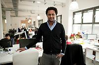 2011, BERLIN/GERMANY:<br /> Jonathan Teklu, Geschaeftsfuehrer Springstar, in seinem Buero<br /> IMAGE: 20120104-01-041<br /> KEYWORDS: Start-up